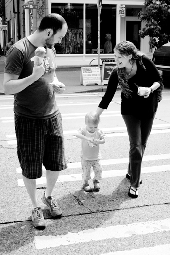 ice cream in the city with kid