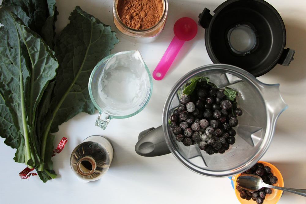 chocolate blueberry and kale smoothie