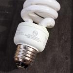 compact fluorescent light bulb contains mercury